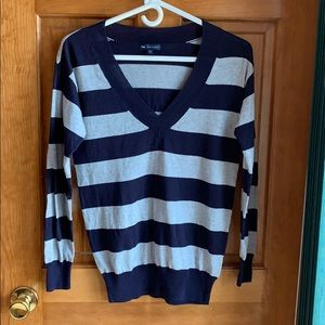 Striped Gap V-neck sweater made with cashmere